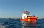 Lai dắt tàu cá bị nạn trên biển về bờ