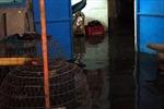 Thủy lợi bất ngờ xả cống, nước tràn vào nhà dân