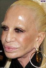 'Nữ hoàng' Versace gây sốc với bộ mặt biến dạng