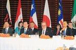 Chủ tịch nước tiếp xúc với lãnh đạo các nước tại APEC