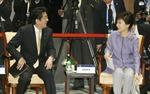 Lãnh đạo Nhật-Hàn trao đổi trong bữa tối APEC