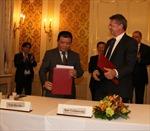 Biểu tượng của sự hợp tác Slovakia - Việt Nam - Lào
