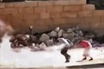 Cậu bé Syria giả trúng đạn để cứu bé gái