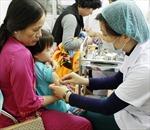 Tiêm vắcxin sởi - rubella tại 7 huyện miền núi Nghệ An