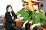 Bắt tạm giam cô giáo lừa đảo