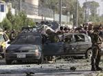Đoàn xe chở các nghị sĩ Afghanistan bị đánh bom