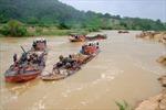 """Khai thác cát """"chui"""" bừa bãi trên sông Krông Nô"""