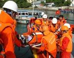 Kịp thời đưa ngư dân ở vùng biển Trường Sa vào bờ điều trị