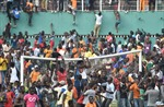 CĐV tràn sân gây rối tại Cúp các quốc gia châu Phi