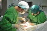 Cắt khối u chèn ép tủy cổ cho một bệnh nhân