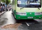 Xe máy va chạm xe buýt, hai người thương vong
