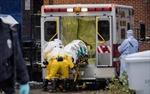 Truyền muối bù nước giúp giảm tử vong vì Ebola