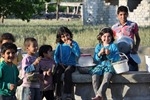 Những đứa trẻ xách xô tại Syria