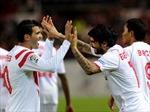 Đương kim vô địch Sevilla giành vé đi tiếp