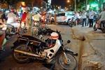 Ô tô 7 chỗ tông hàng loạt xe máy, 5 người nhập viện