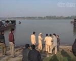 Hai vợ chồng mất tích trên sông Hồng