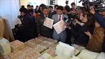 Bolivia triệt phá đường dây làm tiền giả quy mô lớn