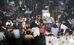 Đột kích hai quán bar giữa Sài Gòn