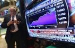 Mỹ: Chỉ số Dow Jones lần đầu vượt 18.000 điểm