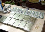 Bắt đối tượng vận chuyển 10 bánh heroin