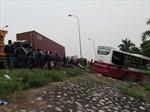 Hai xe tải đâm trực diện làm 4 người thương vong