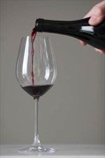Rượu vang sủi và đậu thăng là hai món chính trong dịp Năm mới ở Italy