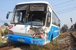 Xe 7 chỗ đấu đầu xe chở khách, 5 người bị thương nặng