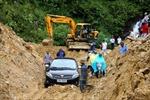 Lào Cai: Mưa lớn gây sạt đất, tắc Quốc lộ 4D