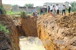 Bắt quả tang doanh nghiệp chôn bùn rác gần khu dân cư