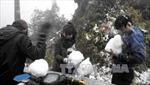 Du khách đổ lên Sa Pa ngắm tuyết rơi