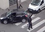 Hai tay súng bắn cảnh sát sau khi tấn công tòa soạn Charlie Hebdo
