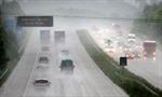 Mưa lớn ảnh hưởng giao thông Đông Bắc Mỹ