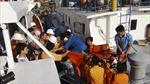 Tàu SAR 272 cứu ngư dân gặp nạn trên biển