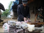 Người Mông 'giữ nghề' làm đường phên thủ công
