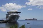 Tàu du lịch hơn 2.500 khách cập cảng Chân Mây
