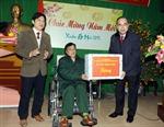 Đồng chí Nguyễn Thiện Nhân thăm, tặng quà Tết thương, bệnh binh