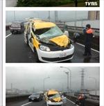 Ô tô biến dạng do cánh máy bay Đài Loan va trúng