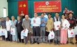 Đồng chí Lê Hồng Anh tặng quà hộ nghèo tỉnh Sóc Trăng