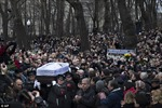 Hàng nghìn người vào viếng ông Nemtsov