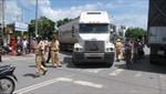Phẫn nộ xe container đâm liên tiếp làm chết học sinh
