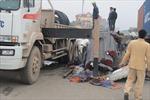 Xe tải phanh gấp, hàng chục tấn thép thúc nát ca bin