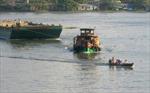 Phát hiện 3 người chết trên tàu chở cát ở sông Hồng