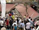 Sập nhà 3 tầng, 4 người thoát chết