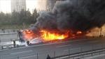 Xe buýt cháy rụi trên cao tốc Istanbul