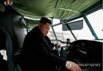 Ông Kim Jong Un thăm nhà máy chế tạo máy bay