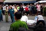 Bị xe tải kéo lê 10m, người phụ nữ tử vong