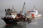 Cứu sống hơn 300 người lênh đênh trên Địa Trung Hải