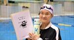 Cụ bà trăm tuổi lập kỷ lục bơi