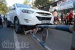 4 ôtô tông liên hoàn, ùn tắc phố Sài Gòn