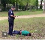 Cảnh sát Mỹ bắn 8 phát đạn vào người da đen tay không